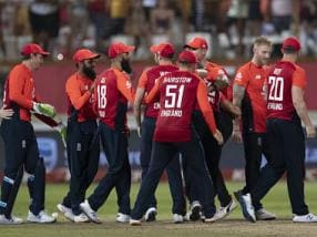 South Africa vs England: Tom Curran's sensational final over comeback lead visitors to nerve-racking win in second T20I and level series