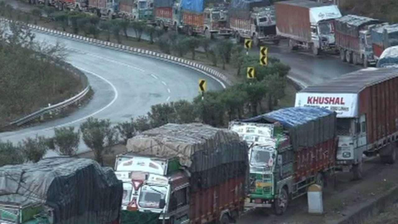 Jammu-Srinagar national highway closed for second day after heavy rains and landslides; over 3,000 vehicles stranded - Firstpost