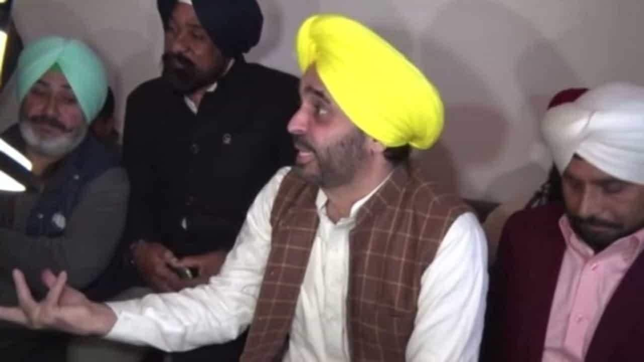 'Modi's achche din won't come, vote for Kejriwal's sachche din,' AAP's Bhagwant Mann takes a dig at PM ahead of Delhi polls - Firstpost