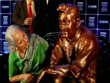 Images: Waheeda Rehman unveils uncannily lifelike Dev Anand statue
