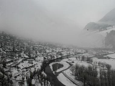 Indian Air Force airlifts 170 stranded people from Srinagar to Jammu amid heavy snowfall, avalanches along highway