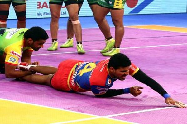 Pro Kabaddi 2018: UP Yoddha beat Patna Pirates; Gujarat Fortunegiants brush aside Jaipur Pink Panthers