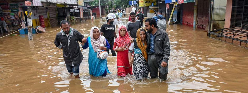 Kerala floods LIVE updates: Armed forces saved 23,213 people, restored connectivity at 42 locations, says defence ministry