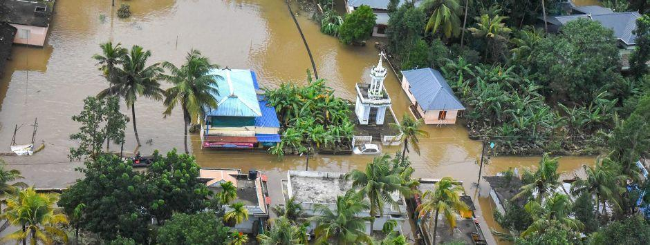 Kerala floods LIVE updates: 7.24 lakh people housed in 5,645 relief camps; Centre to focus on providing food, medicine, fuel