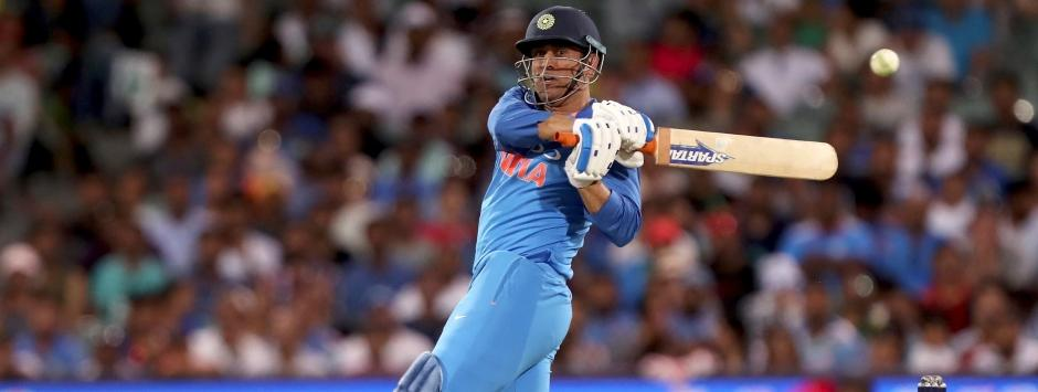 LIVE cricket score, India vs Australia, 3rd ODI in Melbourne: MS Dhoni's fifty keeps visitors in hunt