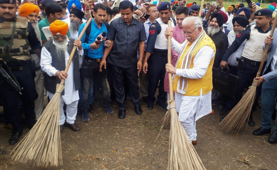 Haryana Chief Minister Manohar Lal Khattar also participated in the 'Swacchta hi Sewa' campaign, at Bareri in Nowshera. PTI