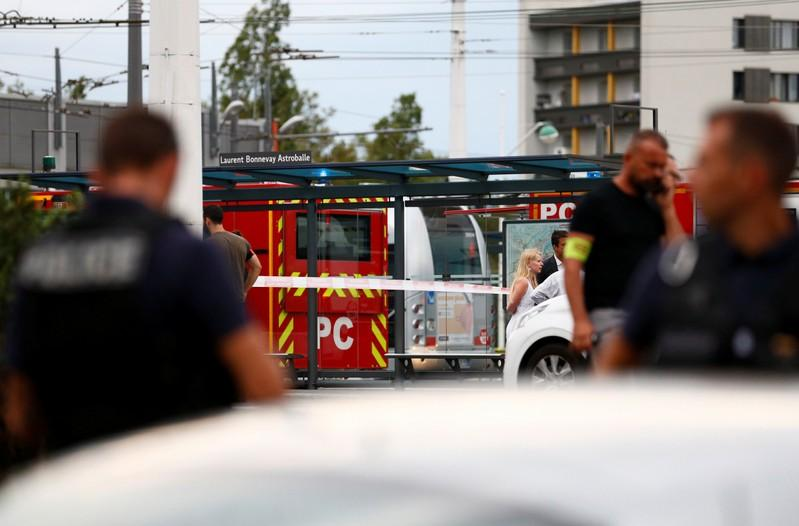 Police investigating knife attack that killed one, wounded nine in France