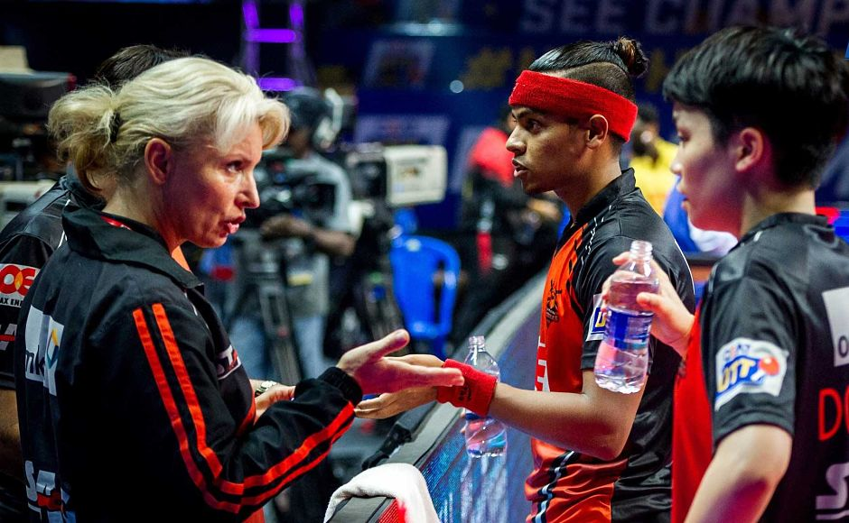 Oilmax-Stag Yoddhas coach Vesna Ojstersek has a word with Abhishek Yadav and Doo Hoi Kem. Image Courtesy-Facebook: @UltimateTableTennis