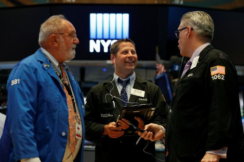 S&P 500 index rises as climbing yields boost financial sector stocks