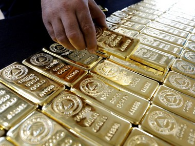 Gold falls by Rs 130 to Rs 38,550 per 10 gram amid weak global trend; silver prices decline marginally