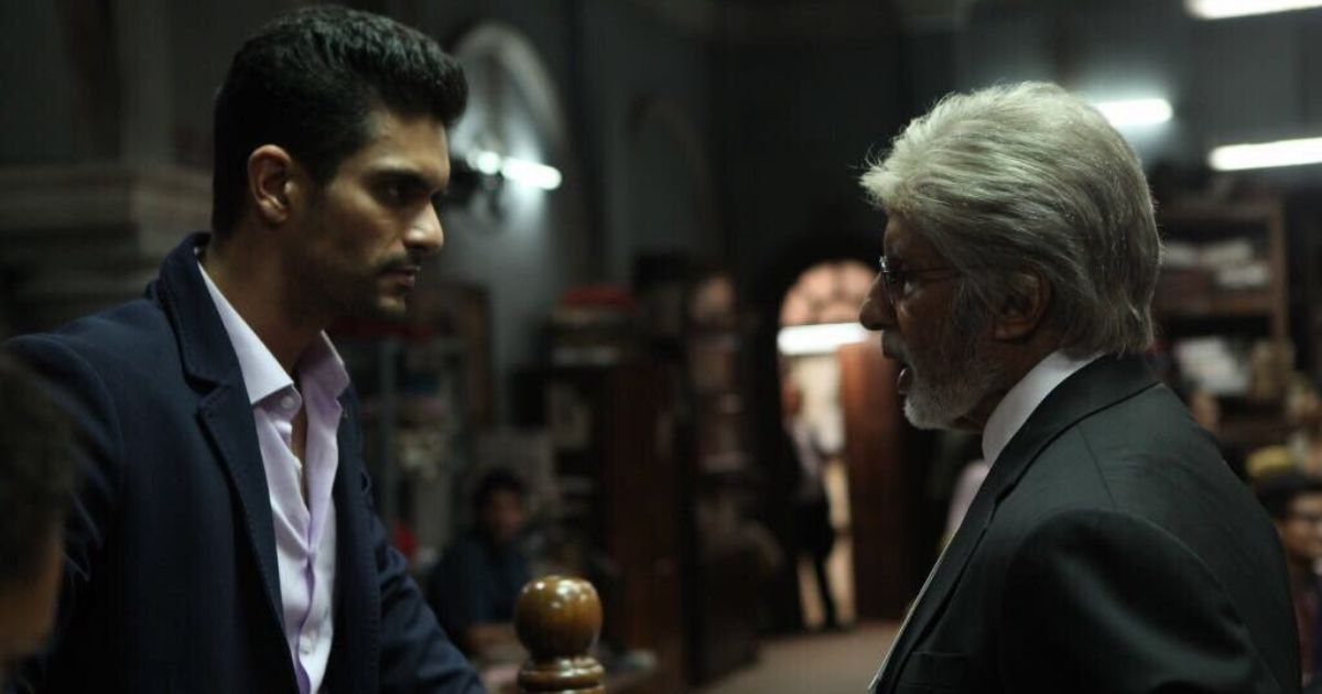 Rajveer Singh (left, played by Angad Bedi) faces Amitabh Bachchan's Deepak Sehgal in the courtroom