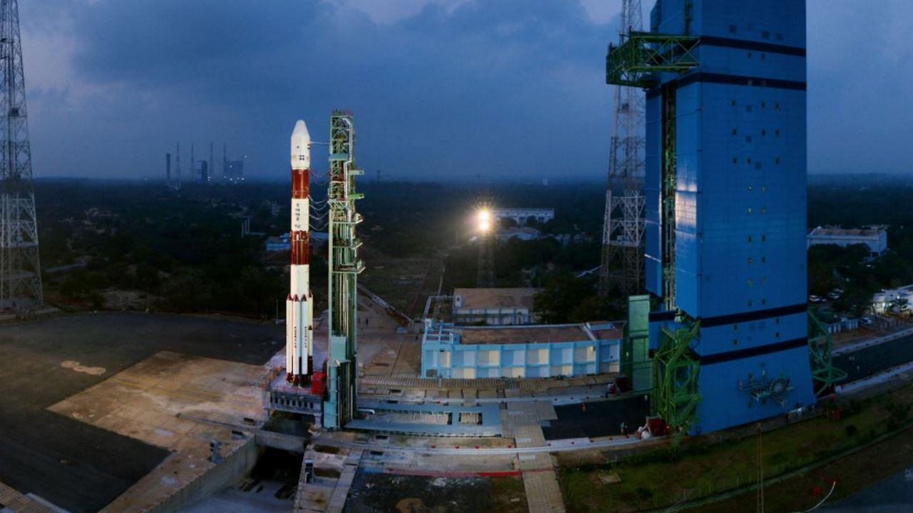 A panaromic view of integrated PSLV-C40 with Mobile Service Tower Withdrawn. Image: ISRO