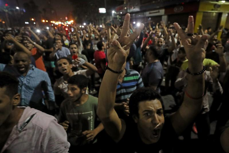 Egyptian authorities round up hundreds after rare protests