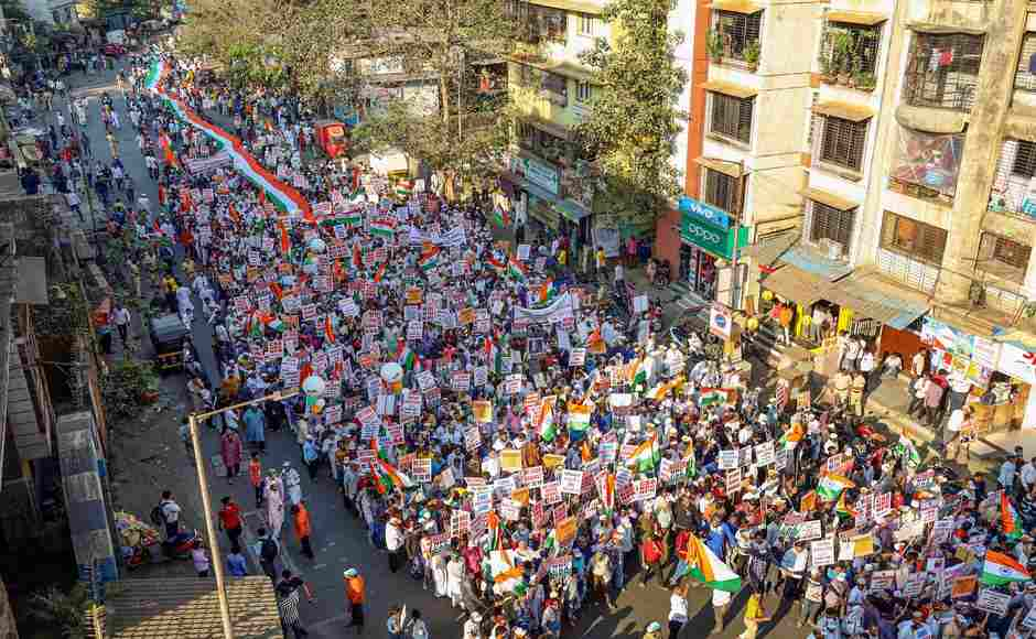 Anti-CAA protests spread across country as AASU forms human chain in Guwahati, stir in Amritsar and demonstration at 'Mumbai Bagh' enters eighth day