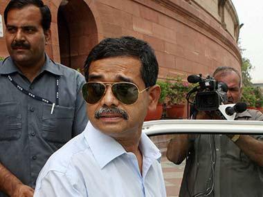 Jangipur: Pranabs son Abhijit Mukherjee faces tough battle in bidi town