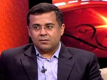 Instead of judging IIT students, fix the system: Chetan Bhagat to Murthy