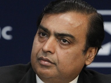 With Rs 300 per share cash, Reliance falls below Rs 700!