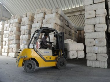 Cotton prices drop as India allows exports, registrations