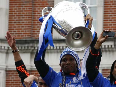 Drogba tells Chelsea teammates that he's leaving