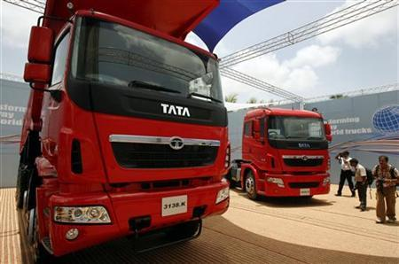 MUMBAI (Reuters) - Tata Motors(TAMO.NS), India's largest commercial vehicle manufacturer, will shut down one of its factories for three days this week, ...