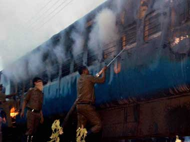 Fireworks in Tamil Nadu Express coach spread fire, say experts