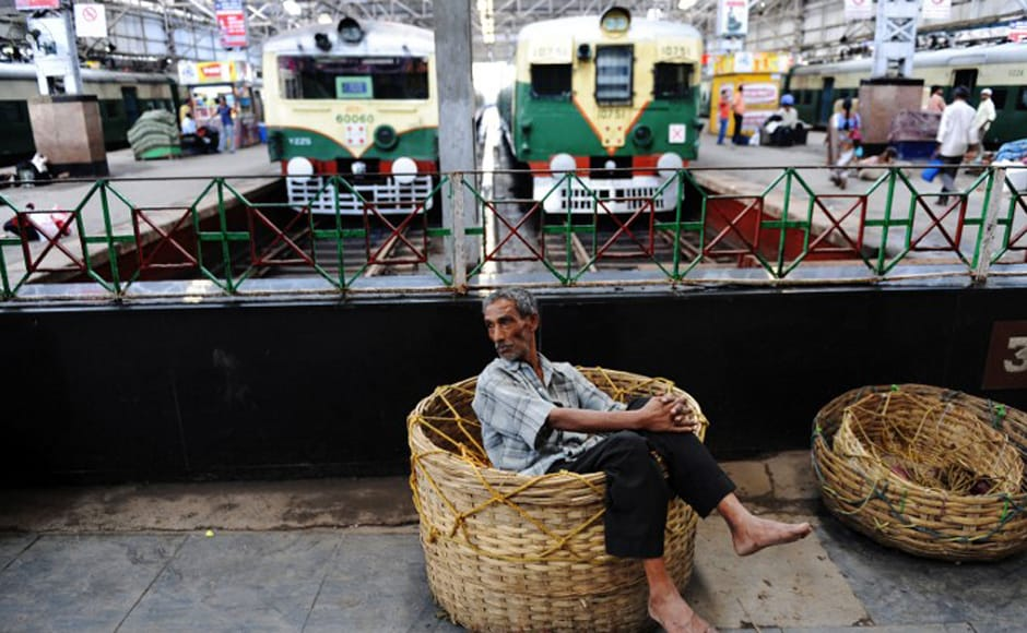 A porter relaxes at a train station as commuters are stranded during Congress party supporters' 12-hour strike in Kolkata on 17 July, 2009. Normal life was disrupted across West Bengal with rail and road traffic severely affected as a 12-hour strike was called in protest against an alleged attack by Communist Party of India (Marxist) (CPI-M) supporters on Congress party state legislative members (MLAs) in Mangalkot in Burdwan district.<br />AFP