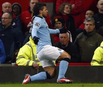 Sergio Aguero helps Manchester City sink United