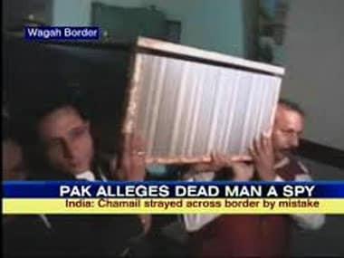 Indian prisoner Chamel Singh's body arrives at the Wagah Border. IBNLive