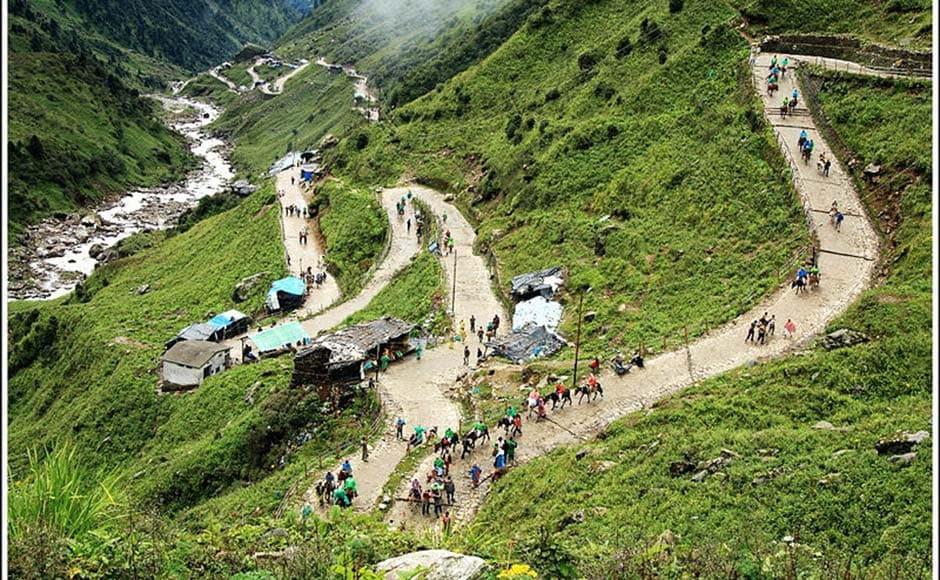 The trek route to Kedarnath temple town. Wikimedia Commons.