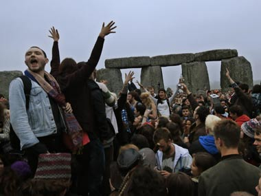 More than 20,000 gather at Stonehenge to mark summer solstice