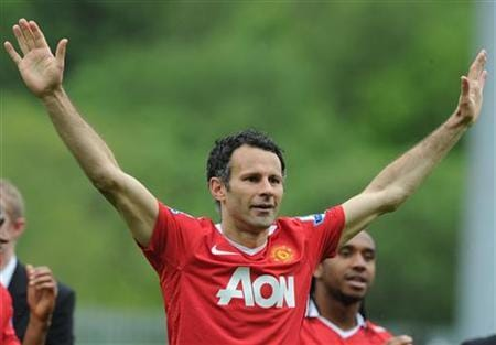 Moyes gives Giggs player-coach role at Man United