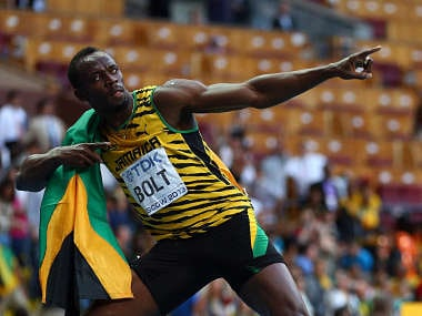Bolt cruises to world 200m title in 19.66 seconds