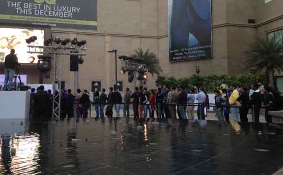 A competitor to the iPad, the Nexus 7 is priced at Rs 20,999 for the 16GB variant. In this image, queues gather outside a mall in Delhi waiting to pick up the iPad Air. Image: Shruti Dhapola/Firstpost