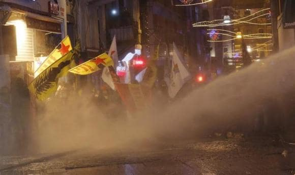 Turkish protesters clash with police as supporters cheer Erdogan