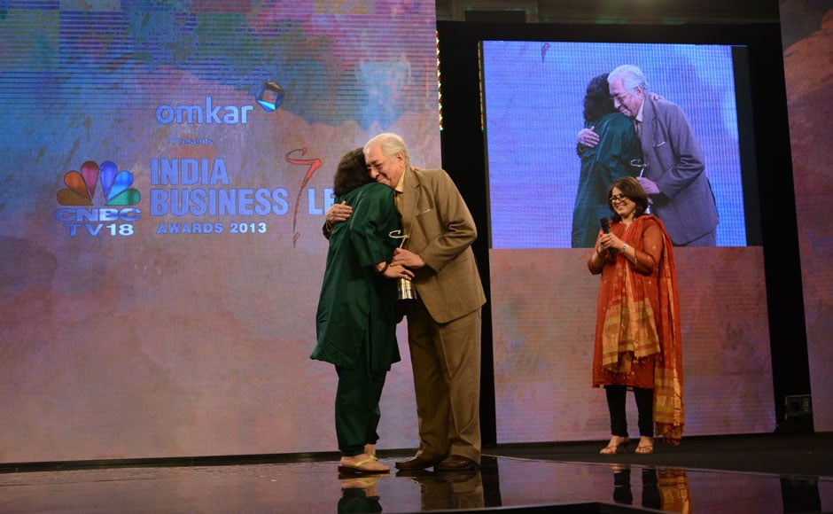 Soli Sorabjee presents his daughter Zia Mody with the woman business leader of the year award.