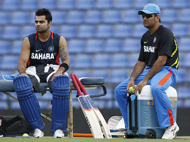 Crowe says Dhoni can give Test captaincy to Kohli