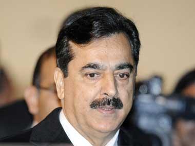 Pak PMs Yousuf Raza Gilani and Pervez Ashraf appear in court