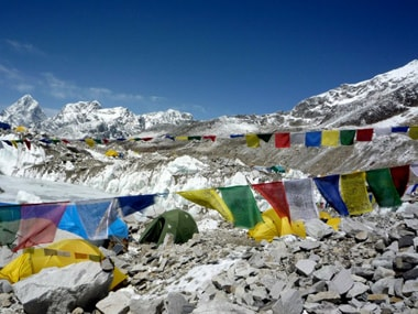 Sherpas struggle as Everest shuts down after killer avalanche