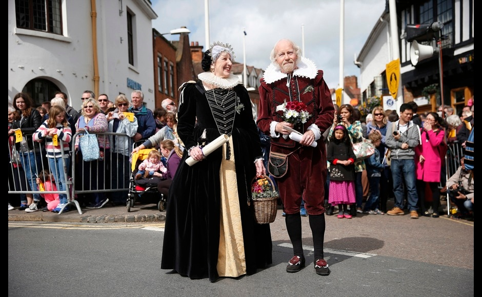 Dressed as William Shakespeare and his wife Anne Hathaway, John and his wife Monica Evans walk in a procession marking the 450th anniversary of Shakespeare's birth in Stratford-upon-Avon, southern England