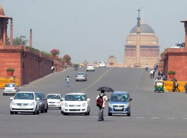 Delhi likely to get respite from heat wave on Wednesday; monsoon to arrive on 20 June, says IMD