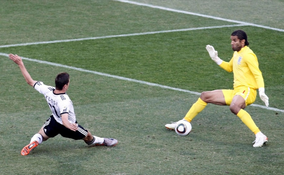 Germany's Miroslav Klose (L) scores a goal past England's goalkeeper David James during a 2010 World Cup second round soccer match at Free State stadium in Bloemfontein June 27, 2010. REUTERS