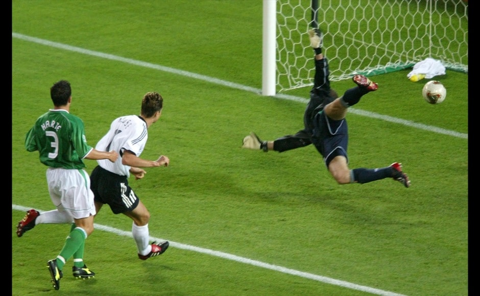 Germany's Miroslav Klose (2nd L) scores against Ireland's goalkeeper Shay Given (R) during their Group E match at the World Cup Finals in Ibaraki June 5, 2002. Looking on at left is Ireland's Ian Harte. REUTERS