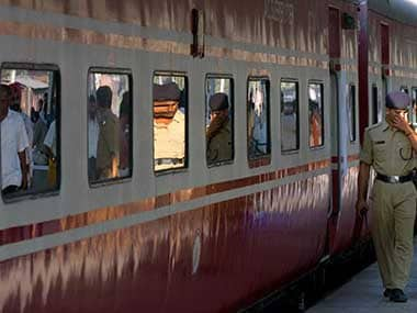 Six passengers injured after miscreants throw stones at Sealdah-Rajdhani Express in Bihar