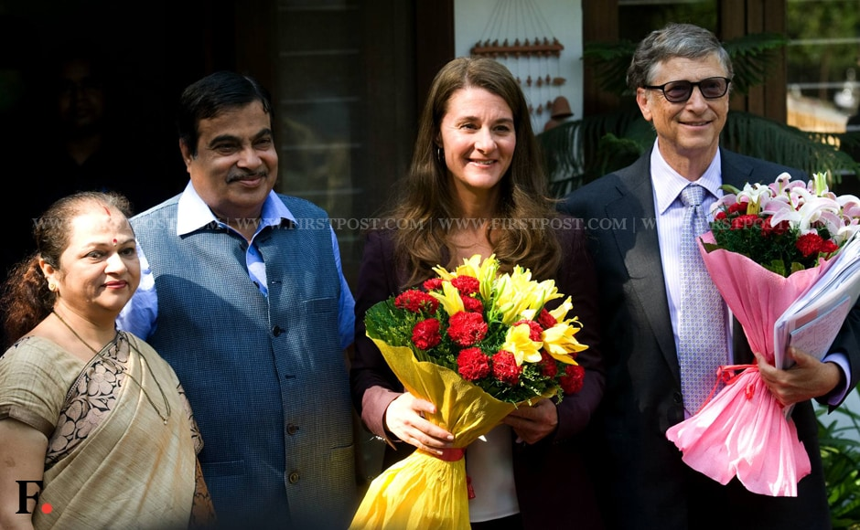 Nitin Gadkari and his wife Kanchan smile for the cameras as they pose next to Melinda and Bill gates at their New Delhi residence. Naresh Sharma/Firstpost