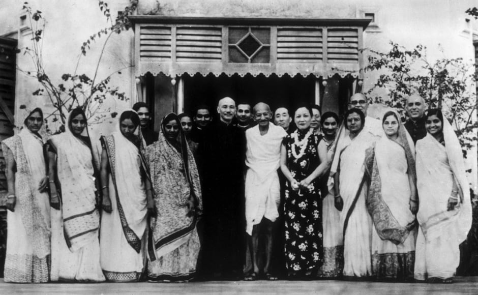 Premier of the Republic of China Chiang Kai-shek (1887-1975) with his wife, Soong May-ling (1898-2003), stand either side of Mahatma Gandhi (1869-1948) after a meeting between Chiang Kai-shek and Gandhi to discuss matters of common concern to both India and China, in India, circa 1930. (Photo by Keystone/Hulton Archive/Getty Images)