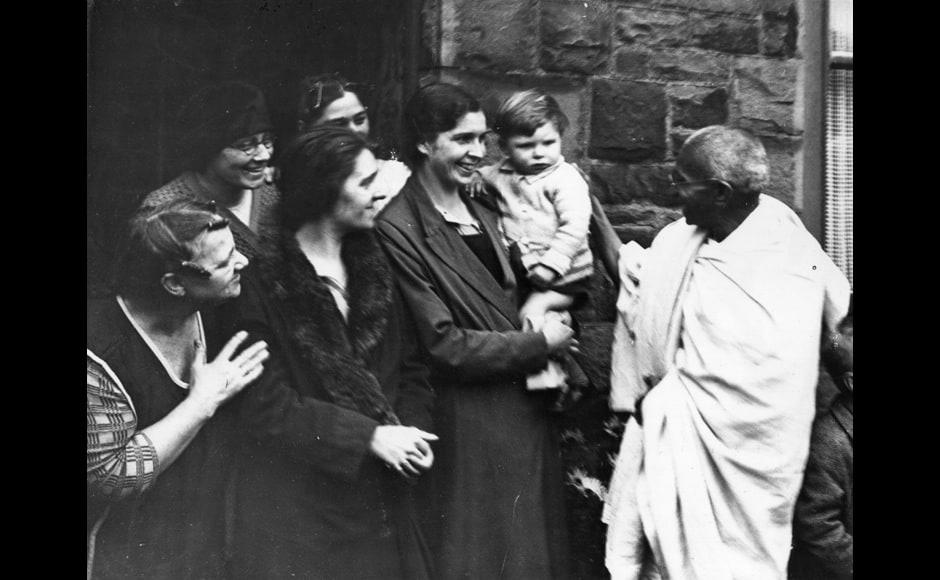 Indian statesman and nationalist leader Mahatma Gandhi (Mohandas Karamchand Gandhi, 1869 - 1948) talks to women of Darwen, Lancashire during his visit to England.   (Photo by Keystone/Getty Images)