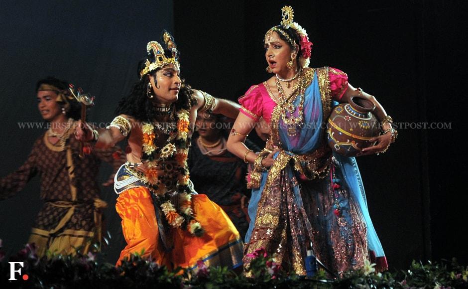 Photos Dream Girl Hema Malini Performs Radha Ras Bihari In Mumbai-5912