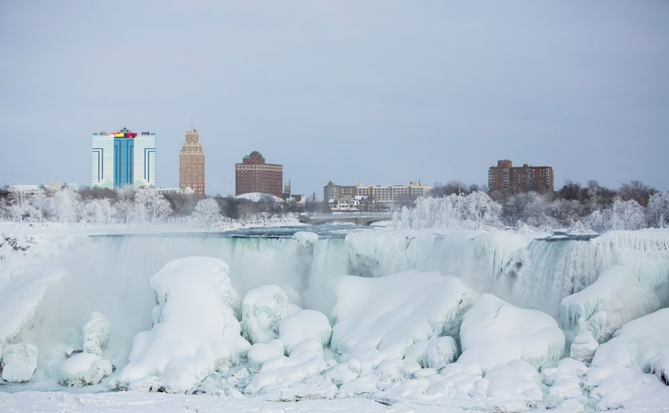 08_The-flowing-waters-of-Niagara-Falls-turn-to-ice-as-the-temperature-drops