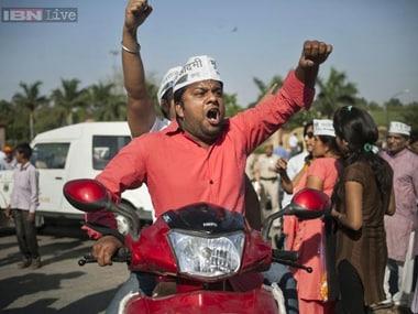 Delhi polls 2015: In last mile effort, parties rush to woo trading communitys vote
