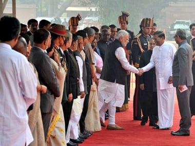 Sri Lankan President Maithripala Sirisena shaking hands with Prime Minister Narendra Modi at the Ceremonial Reception, at Rashtrapati Bhavan, in New Delhi on 16 February 2015. Image courtesy PIB